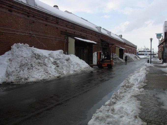 冬の函館金森倉庫群現役の一角