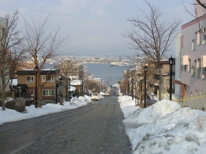 函館を代表する八幡坂からの冬の街並み