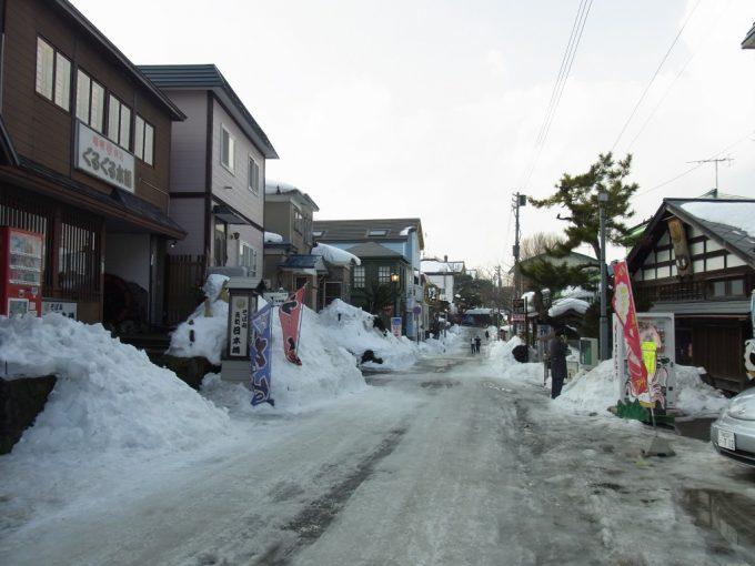 冬の函館元町の街並み