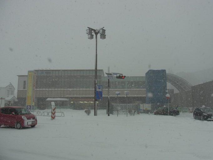 雪に埋もれる倉吉駅山陰本線運休
