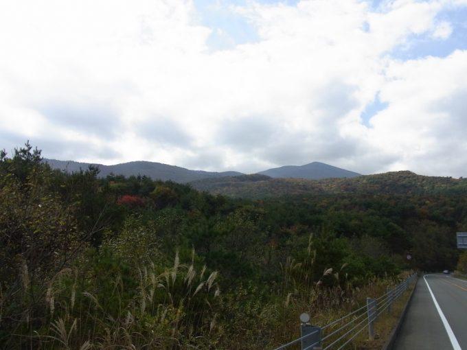 秋色に染まる福島の山並み