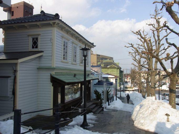 冬の函館街角の洋館