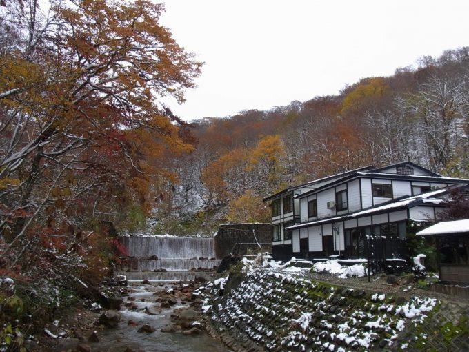 雪と紅葉の妙乃湯