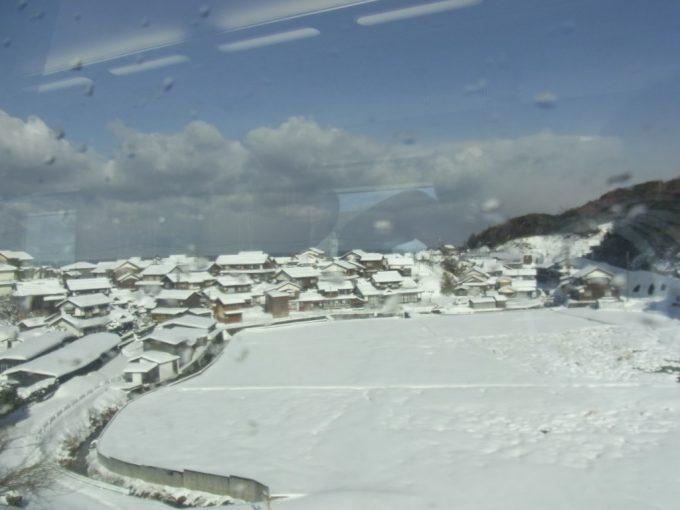 雪化粧の山陰