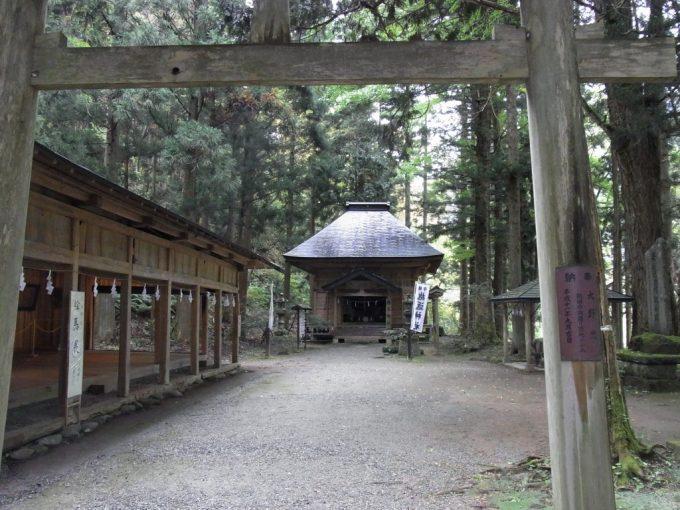 秋の抱返り神社