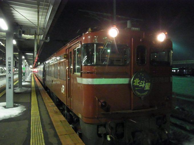 寝台特急北斗星函館駅で機関車付け替え