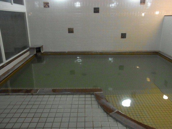 札幌小金湯温泉まつの湯硫黄が香る大浴場