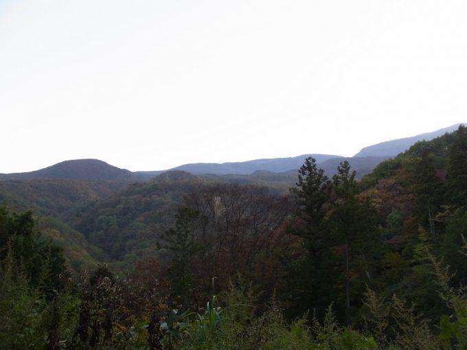 暮れ始めの福島秋の山並み