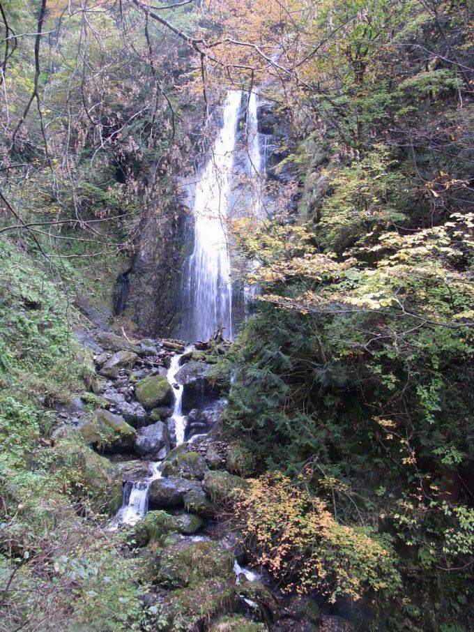 抱返り渓谷の見どころ回顧の滝
