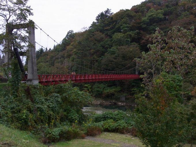 赤いトラスが美しい抱返り渓谷秋田県最古ののつり橋