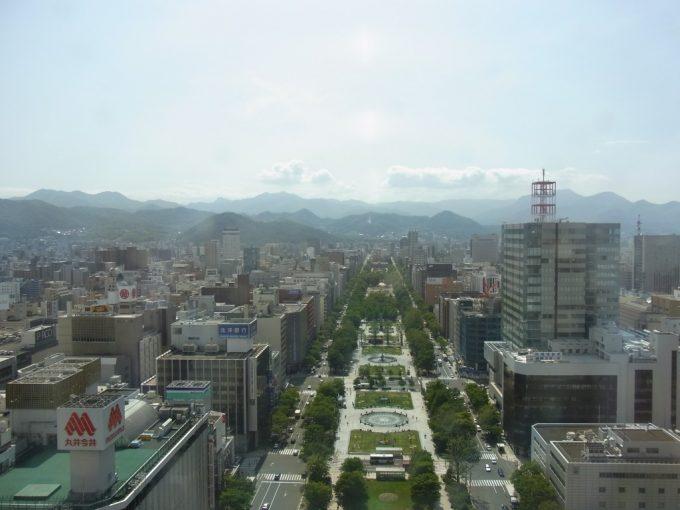 札幌テレビ塔から眺める初夏の大通公園