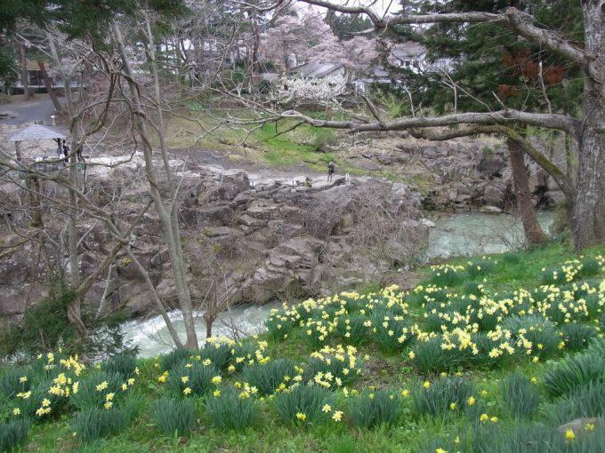 天然記念物厳美渓切り立った岩場の展望台