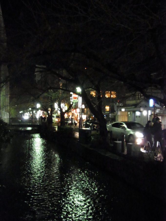 ほろ酔いで歩く夜の京都高瀬川