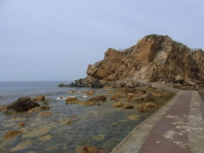 青森深浦大岩海岸海中の遊歩道