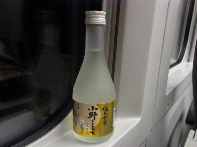 秋田新幹線車内で純米吟醸小野こまち