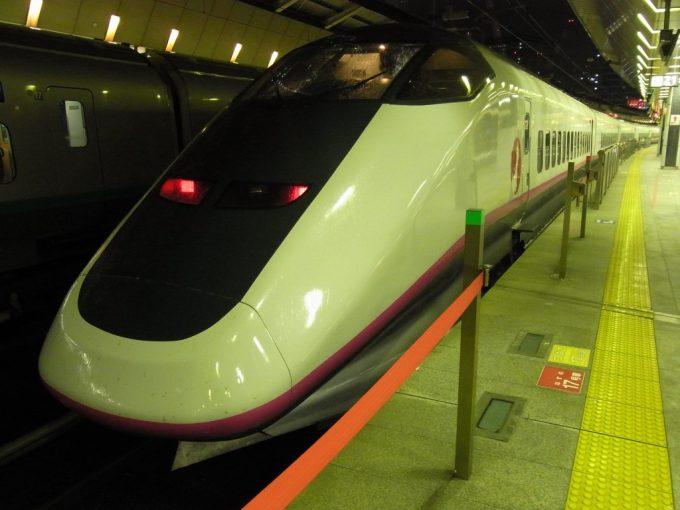 秋田新幹線E3系こまち東京駅到着