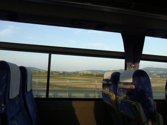 高速バスあぶくま号から眺める秋の夕方田んぼの車窓