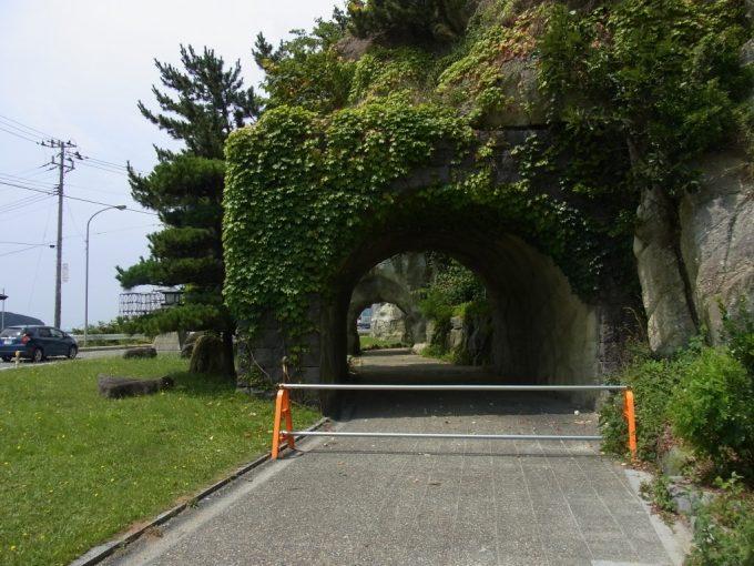 青森深浦旧国道の狭いトンネル