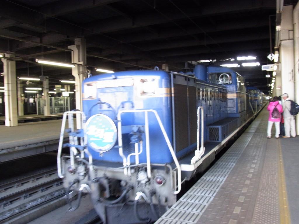 札幌駅に入線する寝台特急北斗星