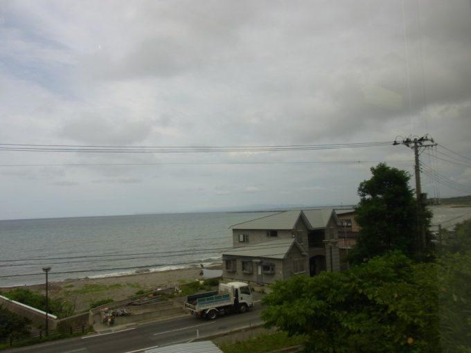 五能線リゾートしらかみは海岸線を離れて内陸へ