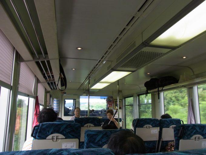 五能線リゾートしらかみ車内で楽しむ津軽三味線生演奏