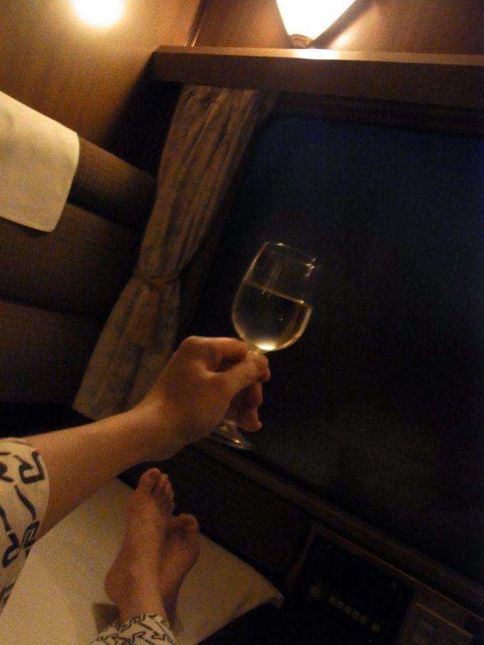 寝台特急北斗星ワイン片手にロイヤルで過ごす贅沢なひととき