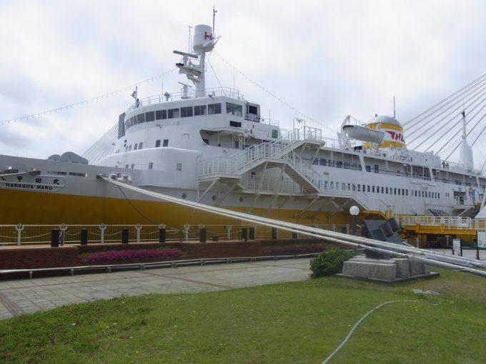 優美な姿を見せる海峡の女王青函連絡船八甲田丸