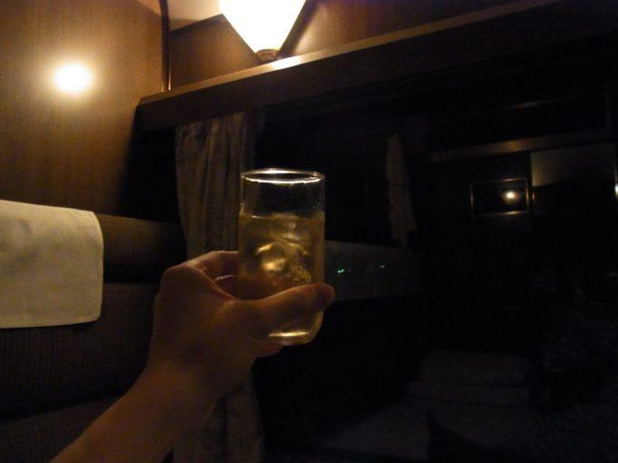 寝台特急北斗星ロイヤルウィスキーロックで愉しむ夜