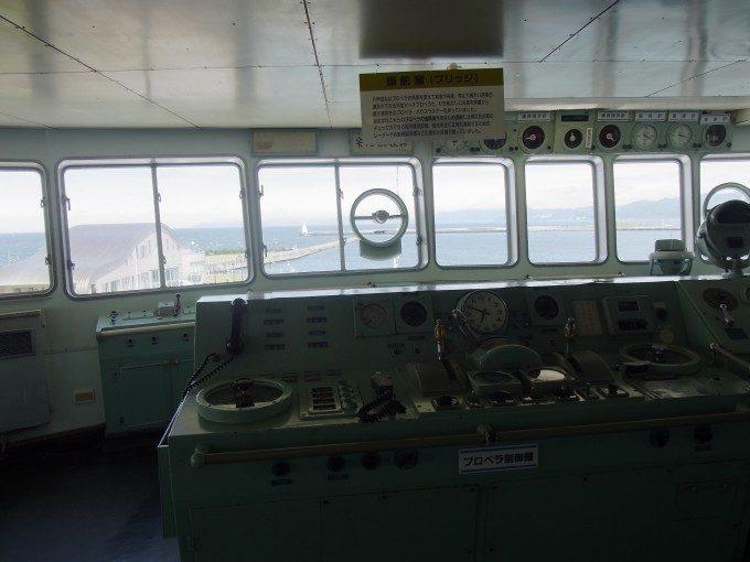 青森メモリアルシップ八甲田丸青函連絡船ブリッジより青森港を眺め函館へと思いを馳せる