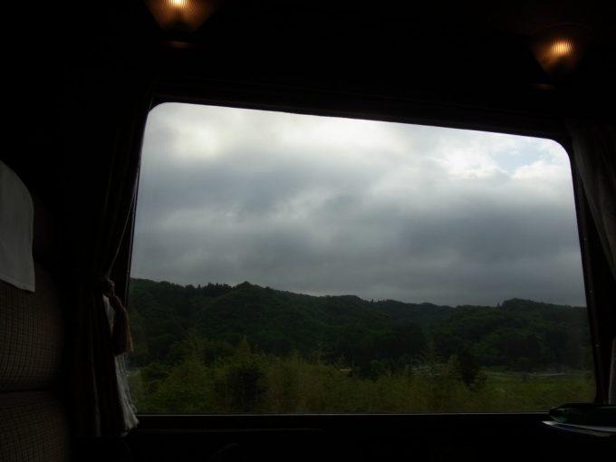 北斗星ロイヤル曇天の車窓