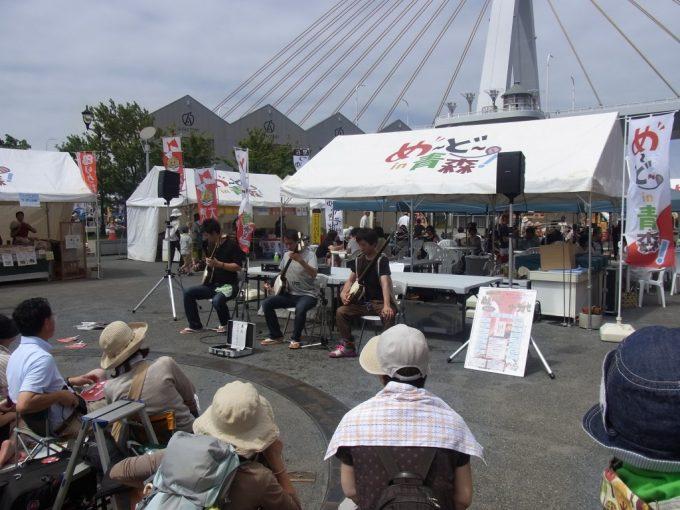 夏の青森イベントで聴く津軽三味線生演奏