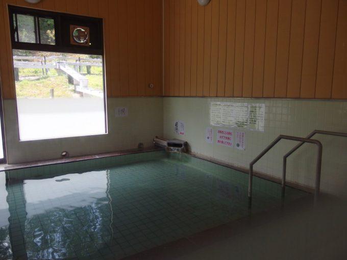 鳴子温泉郷中山平温泉しんとろの湯浴室