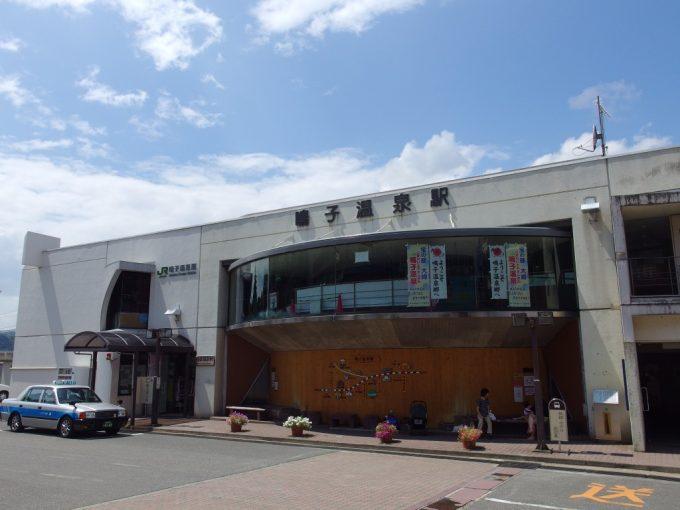 夏の鳴子温泉駅