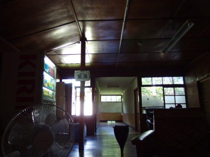 東鳴子温泉高友旅館あめ色に光る渋い館内