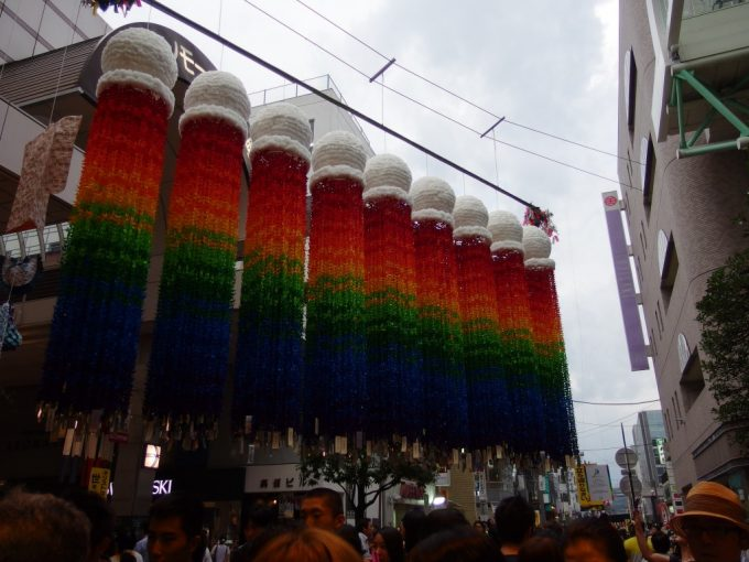 仙台七夕まつり虹色の七夕飾り