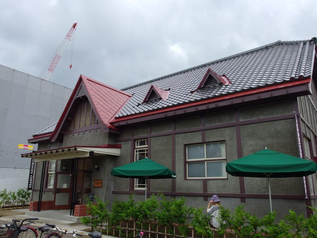 弘前市役所横の洋館スタバ