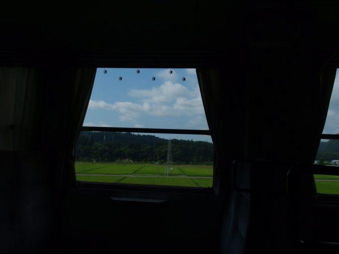秋田内陸線夏の車窓とじゅうべぇの足あと
