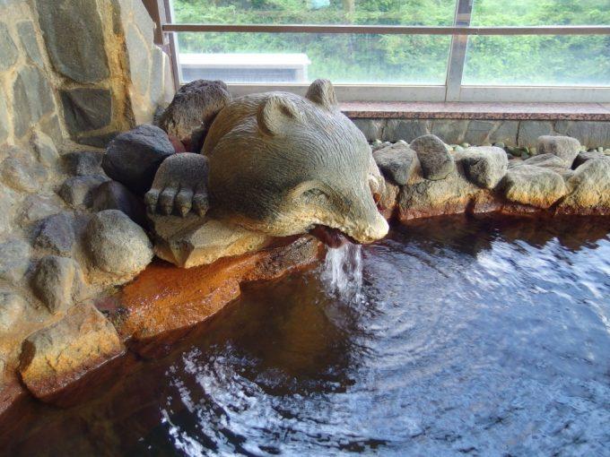 打当温泉マタギの湯露天風呂熊の湯口