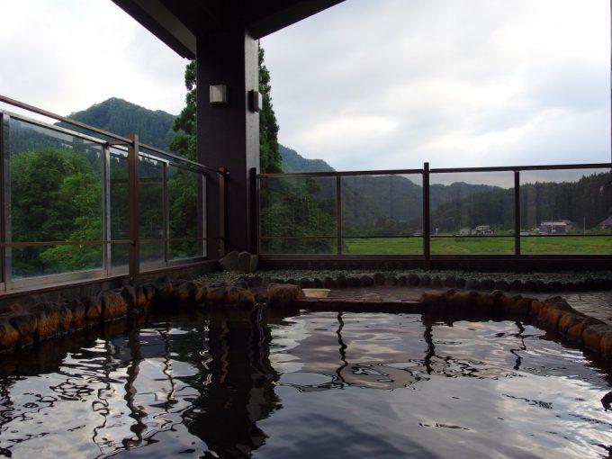 夏の打当温泉マタギの湯露天風呂からの眺め