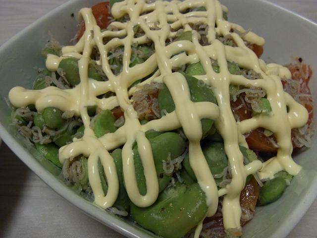 そら豆とトマトのじゃこサラダ