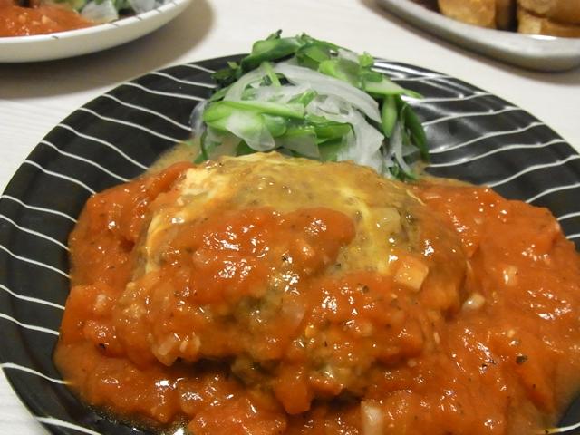 トリプルチーズハンバーグガーリックトマトソース
