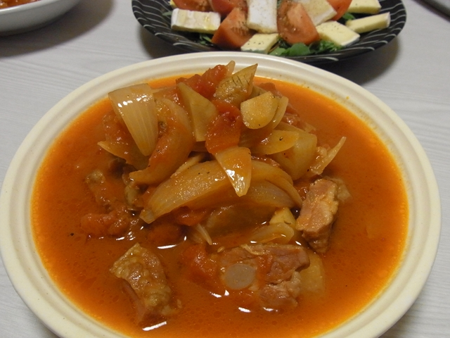 豚軟骨と根菜のトマトシチュー