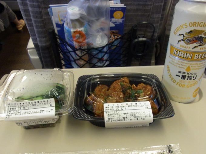 東北新幹線車内で東京駅グランスタで仕入れたおつまみを