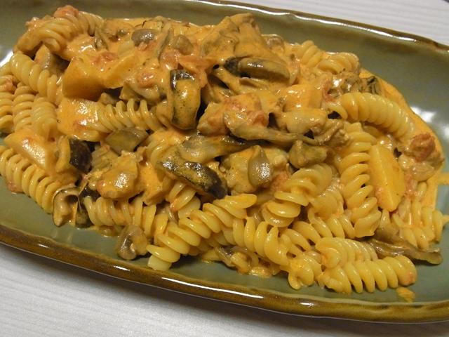秋のチキン煮込みトマトクリームパスタ