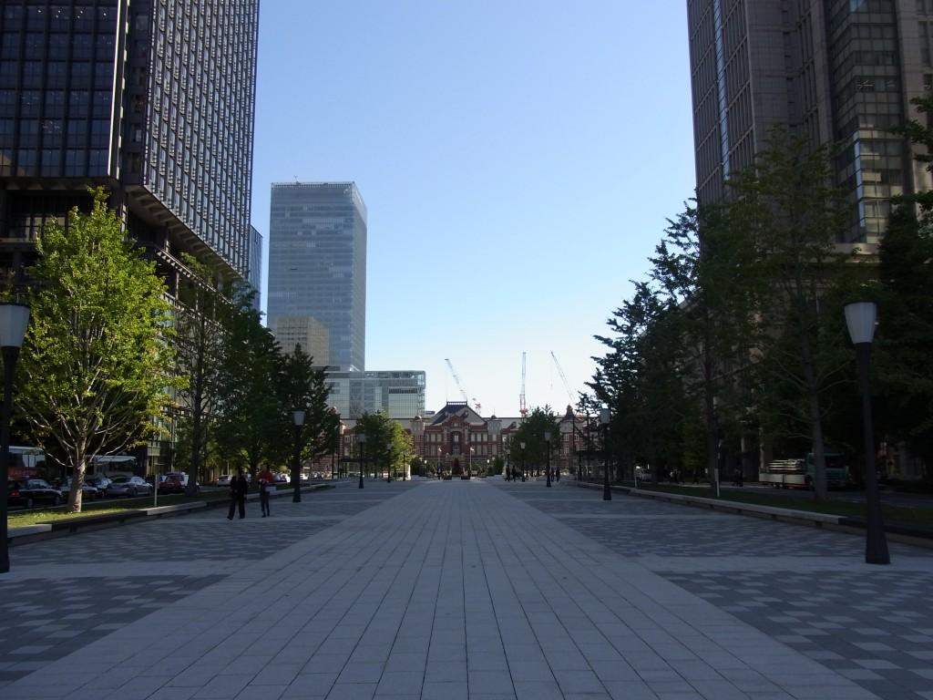 行幸通りから望む復原された東京駅丸の内レンガ駅舎
