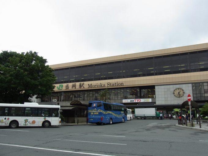 夏の盛岡駅