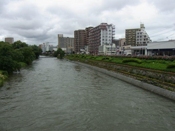 夏の盛岡北上川