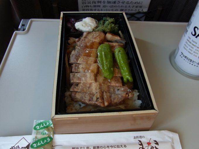 姫路駅弁豚蒲重中身