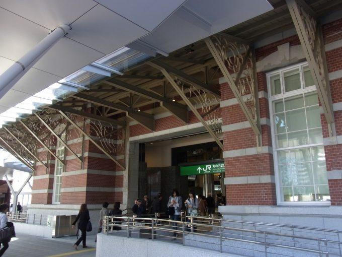 東京駅丸の内レンガ駅舎美しい庇の装飾