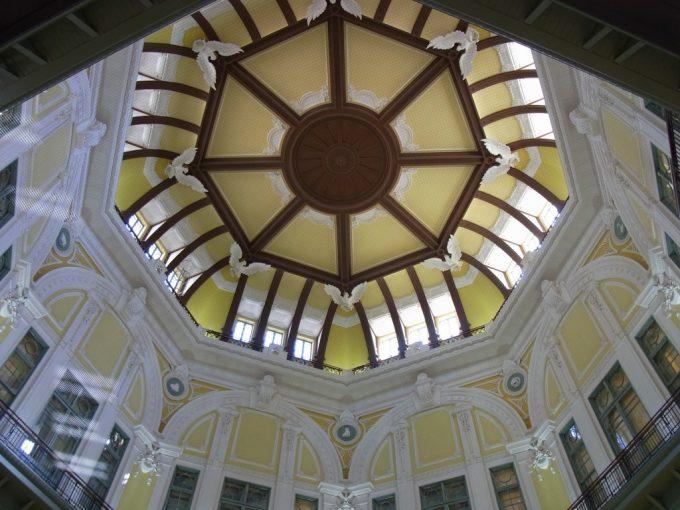 東京駅丸の内レンガ駅舎復元された優美なドーム